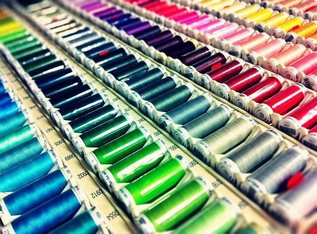 Fil à coudre pour confection textile