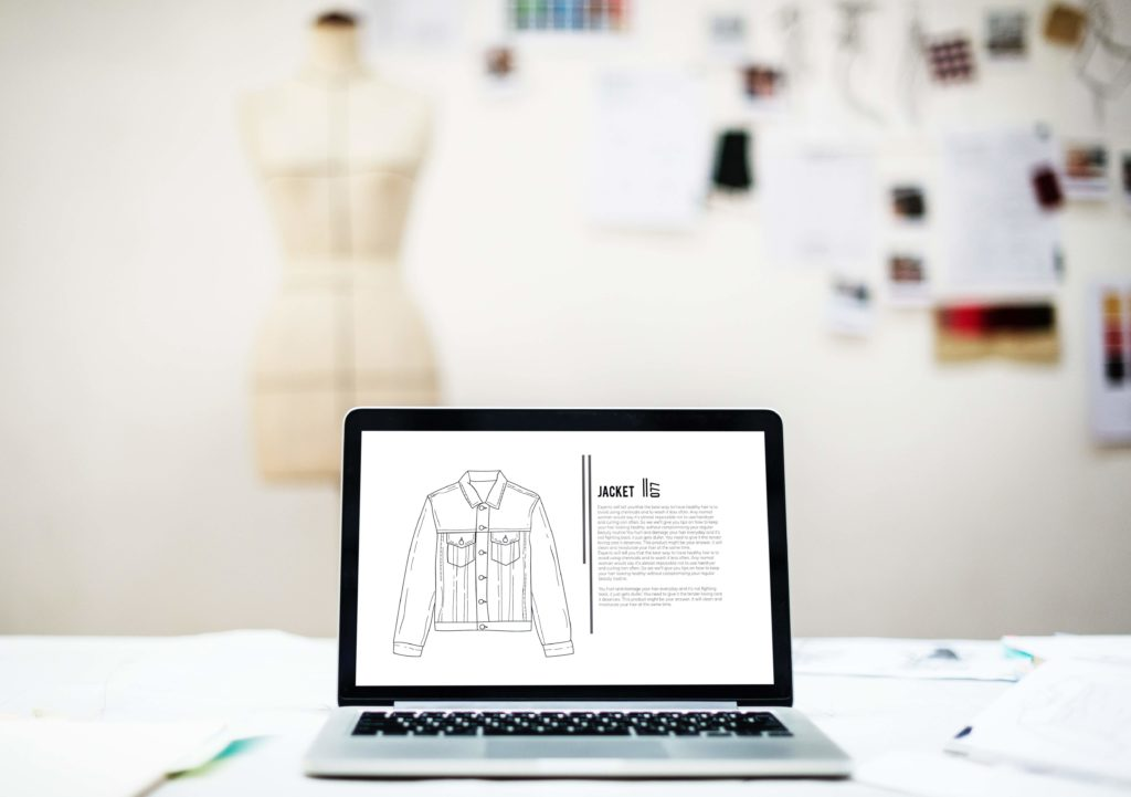 Un prototype de chemise en cours d'élaboration pour une marque de mode